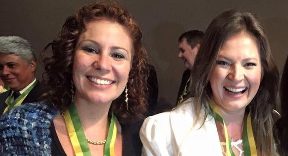 Carla Zambelli ao lado de Joice Hasselmann em 2016