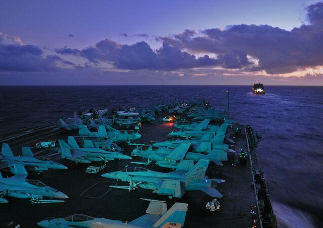 Porta-aviões USS Abraham Lincoln
