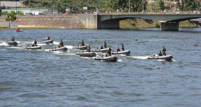 Demonstração da Marinha no rio Mondego