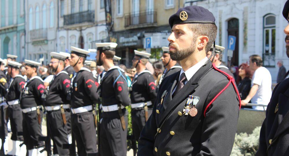 Desfile dos marinheiros no Dia da Marinha em Portugal