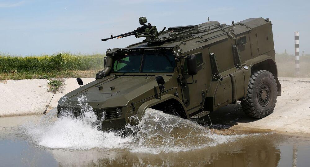Veículo blindado Taifun-PO nas competições militares Céu Limpo 2019