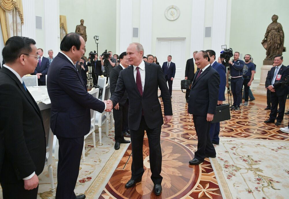 Reunião do presidente russo Vladimir Putin com o primeiro-ministro vietnamita Nguyen Xuan Phuc