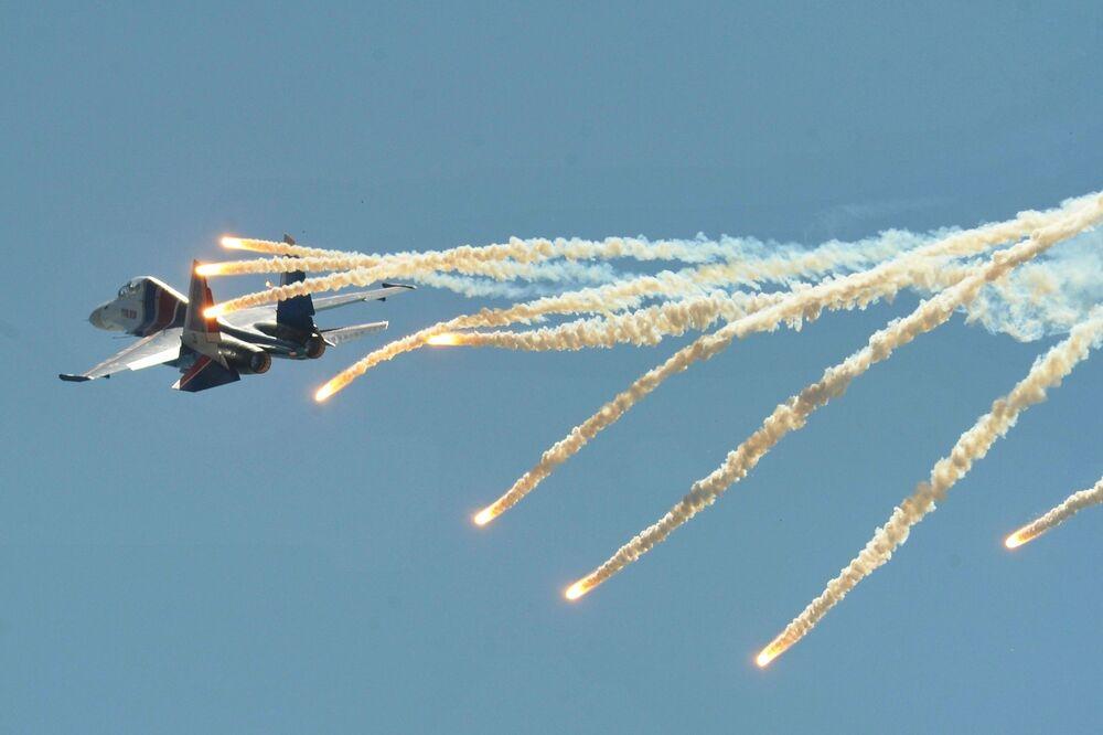 Caça russo Su-30SM realiza voo de demonstração no Complexo Técnico-Científico de Aeronáutica de Taganrog Georgi Beriev
