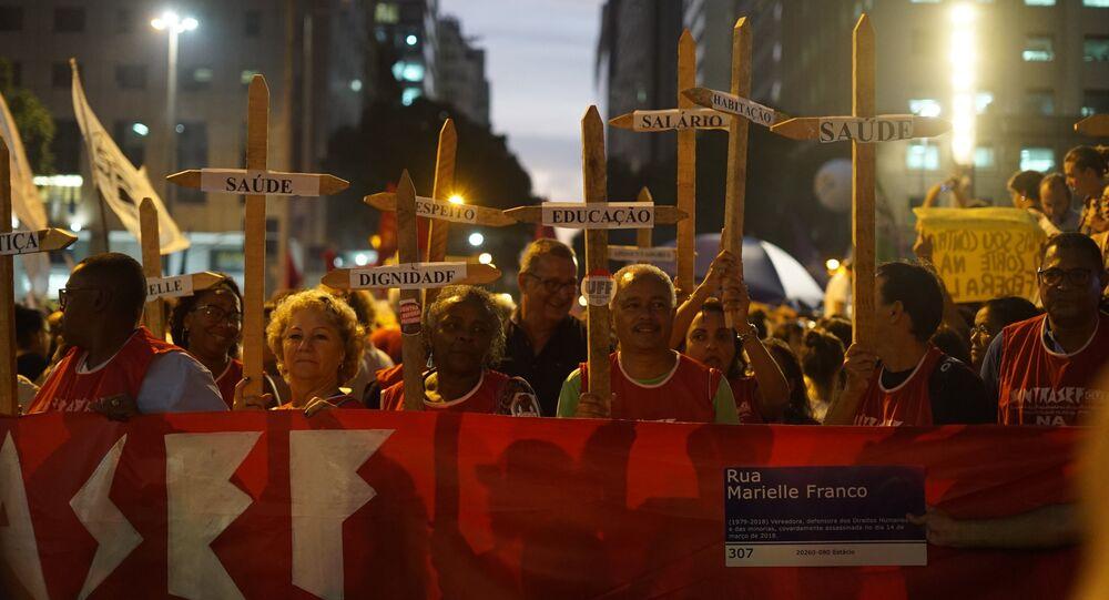 Manifestantes protestam no Rio contra cortes na educação e medidas do governo Bolsonaro, 30 de maio