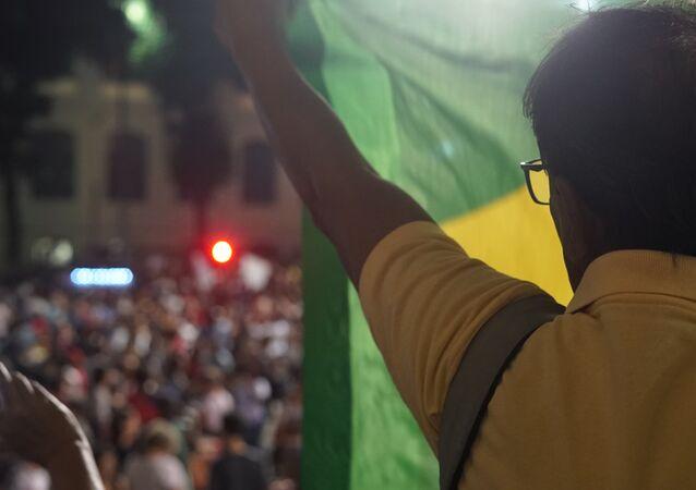 Após passeata pela avenida Rio Branco, os manifestantes se reuniram na Cinelândia, centro do Rio, 30 de maio