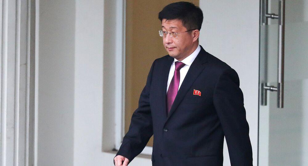 Kim Hyok Chol, enviado norte-coreano para relações com os Estados Unidos, em Hanoi, no Vietnã (arquivo)