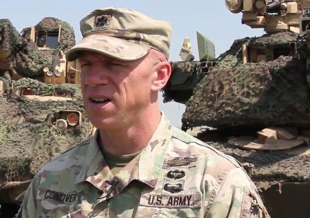 Oficial dos EUA na cerimônia da abertura dos exercícios militares Justice Eagle 19, na Romênia