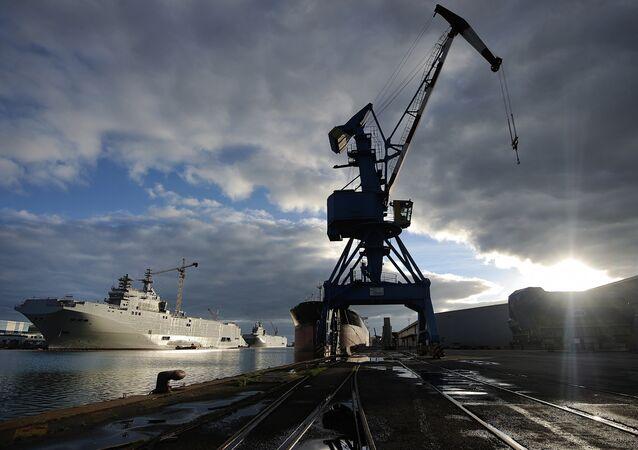 Sevastopol e Vladivostok, os dois navios da classe Mistral encomendados pela Rússia