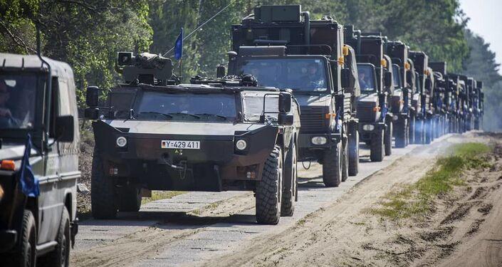 Veículos blindados nos exercícios militares Noble Jump 19
