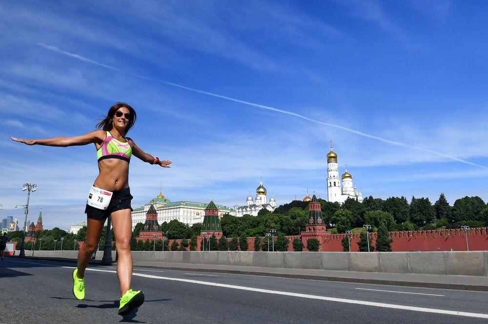 Participante de evento beneficente em Moscou, Rússia