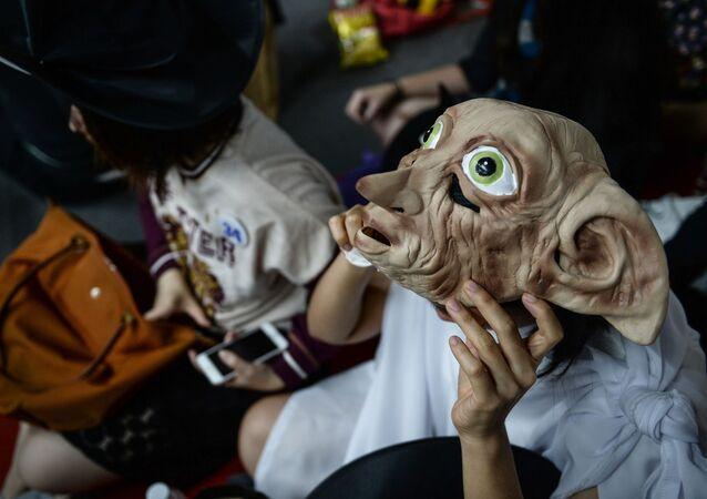 Fã de Harry Potter vestido de Dobby em Bangkok, Tailândia, 31 de julho de 2016