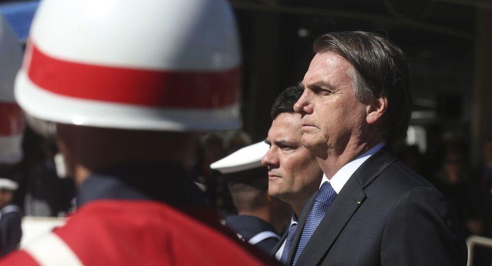 O presidente da República, Jair Bolsonaro, ao lado do ministro da Justiça e Segurança Pública, Sergio Moro, durante cerimônia oficial da Marinha em Brasília