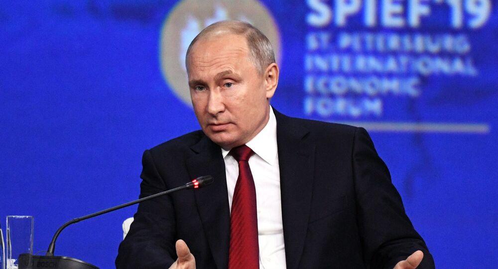 Presidente russo Vladimir Putin durante reunião do Fórum Econômico Internacional de São Petersburgo 2019 (SPIEF 2019), em 7 de junho de 2019