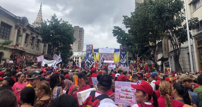 Participantes da marcha a favor das CLAP