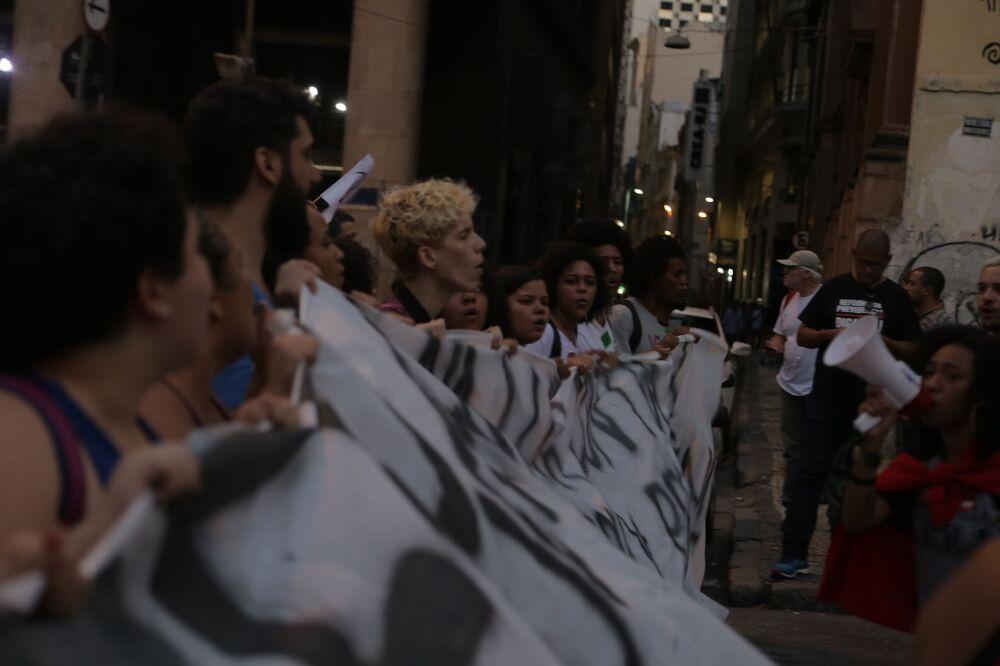 Estudantes participam da manifestação contra a reforma da Previdência no Rio de Janeiro