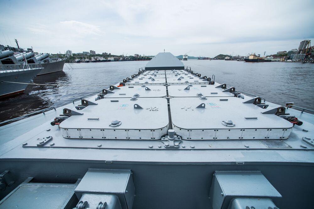 Lançadores do sistema de defesa antiaérea Redut a bordo da corveta Sovershenny, da Frota do Pacífico