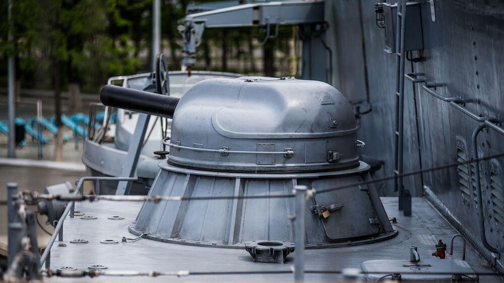 Canhão de seis canos AK-630M da corveta Sovershenny, da Frota do Pacífico