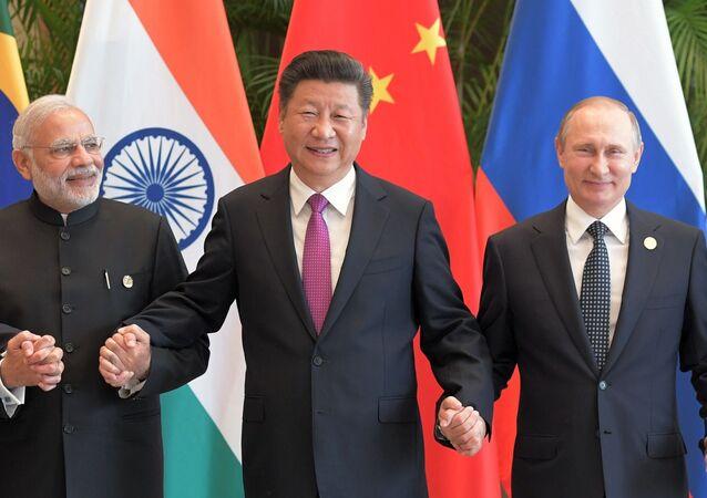 Narendra Modi, primeiro-ministro da Índia, Xi Jinping, presidente da China, e Vladimir Putin, presidente da Rússia