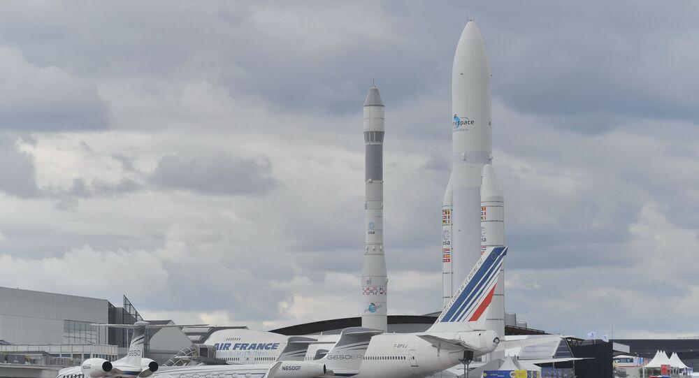 Foguete Vega e foguete pesado Ariane 5 no Aeroporto de Le Bourget, onde se realiza o Show Aéreo de Paris 2019