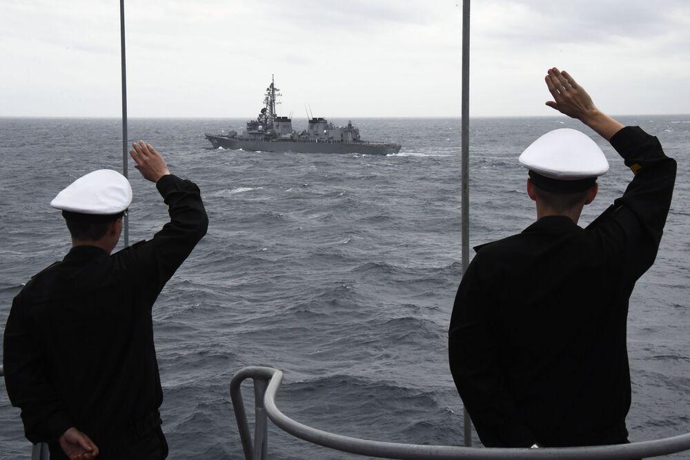Fuzileiros do navio antissubmarino grande Admiral Panteleev durante as manobras conjuntas russo-japonesas SAREX 2019