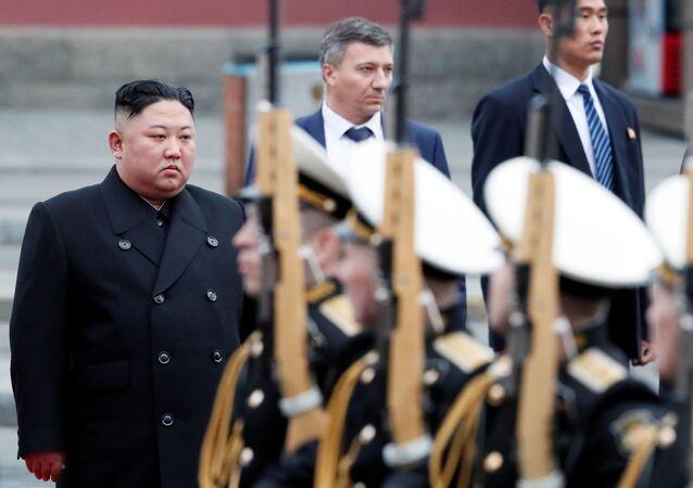 Líder norte-coreano Kim Jong-un chegando à estação ferroviária na cidade russa de Vladivostok, na Rússia, em 24 de abril de 2019