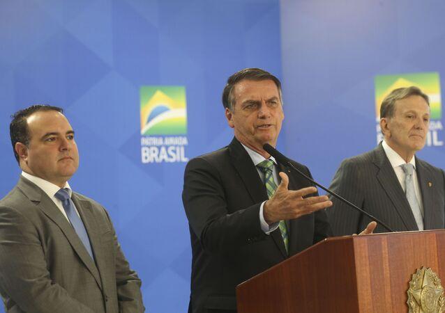 O Presidente Jair Bolsonaro anuncia o novo ministro da Secretaria Geral da Presidência da Republica, Major Jorge Antônio de Oliveira Francisco e o Novo Presidente dos Correios e Telégrafos, General Floriano Peixoto