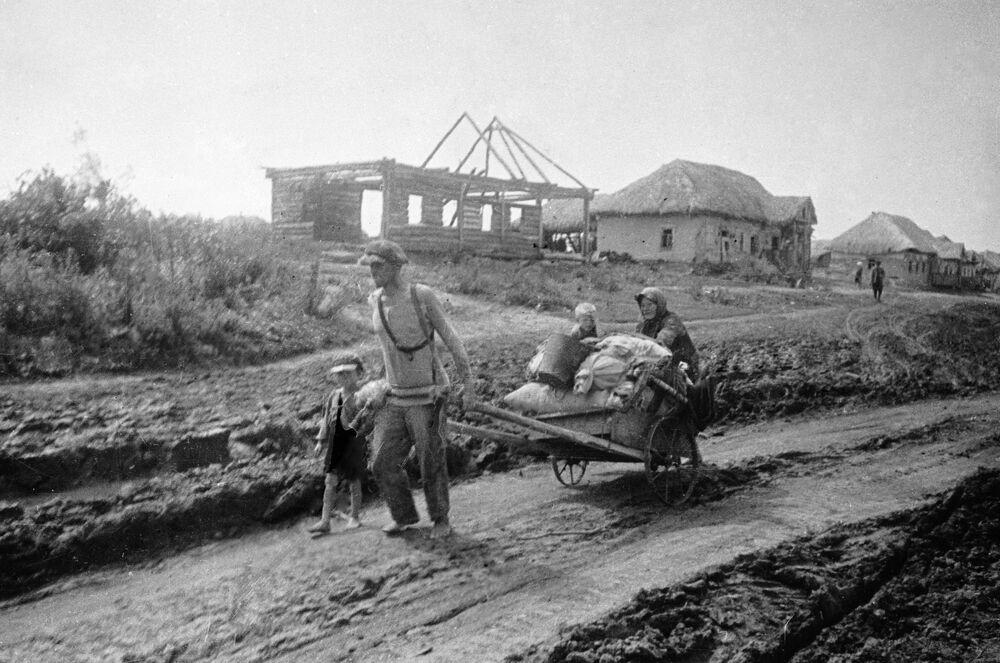 Família abandona sua casa, julho de 1941