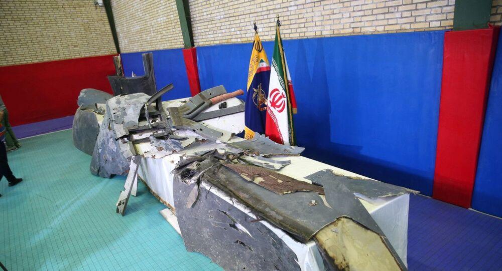 Destroços do suposto drone militar norte-americano derrubado por militares do Irã