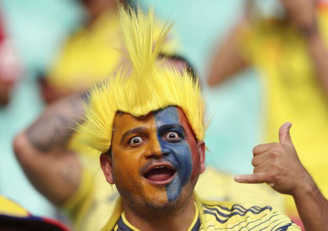 Um torcedor colombiano durante a partida da Copa América pelo Grupo B entre Colômbia e Paraguai, na Arena Fonte Nova, em Salvador.