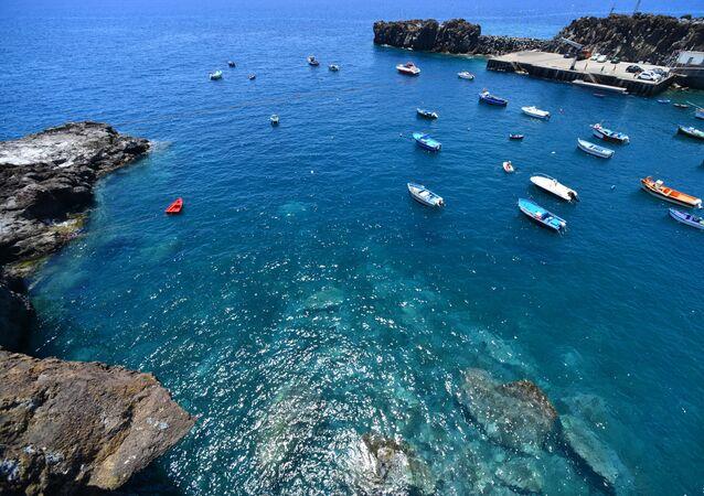 Porto da cidade de Câmara de Lobos, na ilha da Madeira, Portugal