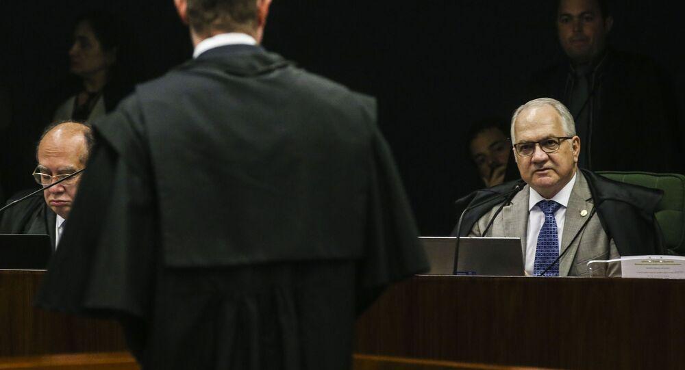 Alt: Os ministros Gilmar Mendes e Edson Fachin durante sessão na Segunda Turma do Supremo Tribunal Federal (STF), para o julgamento de mais um pedido de liberdade para o ex-presidente Luiz Inácio Lula da Silva.
