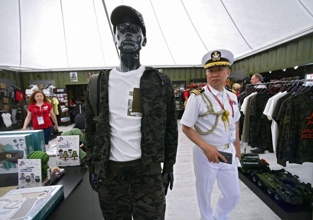 Militar estrangeiro no fórum internacional técnico-militar EXÉRCITO 2019