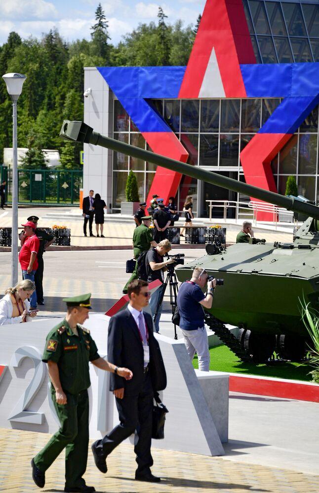 Visitantes do fórum internacional técnico-militar EXÉRCITO 2019