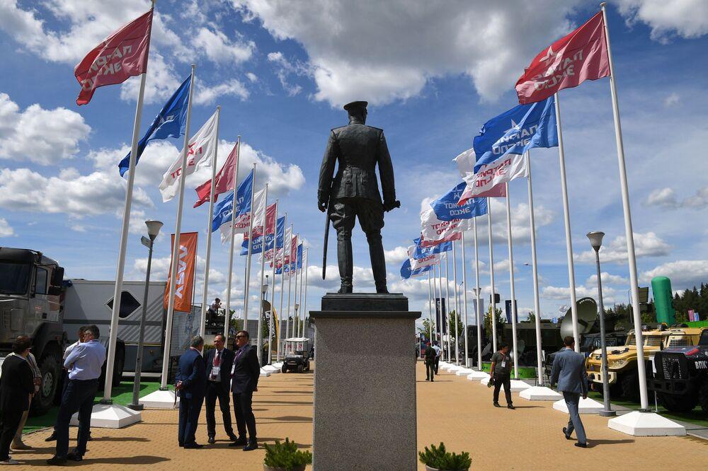 Monumento ao marechal da União Soviética Gueorgui Júkov no fórum internacional técnico-militar EXÉRCITO 2019