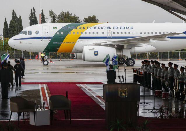 Guarda de Honra aguarda desembarque da comitiva do presidente do Brasil, Jair Bolsonaro, em Tel Aviv, 30 de março de 2019