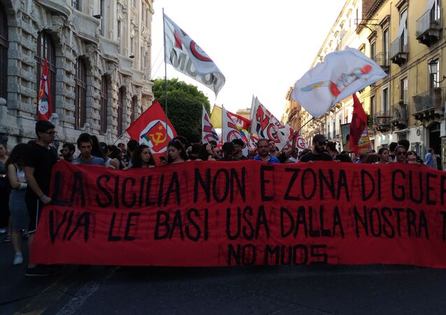 Protestos contra sistema norte-americano MISOS Niscemi, localizado na comuna de Niscemi, na Sicília