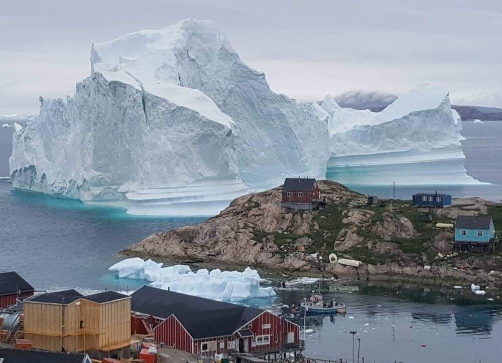 Iceberg perto do povoado de Innarsuit, Groenlândia