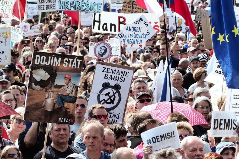 Ação de protesto contra Andrej Babis, primeiro-ministro da República Tcheca, em Praga