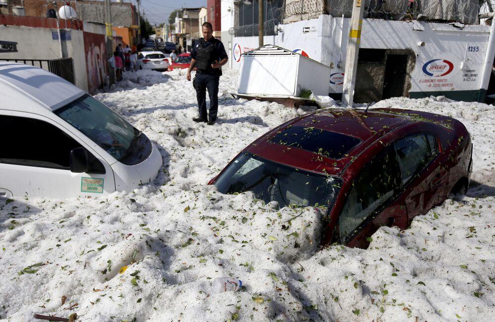 Consequências de um forte granizo em Guadalajara, México