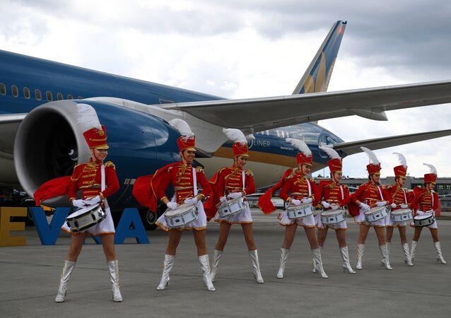 Recepção de boas-vindas de aeronave da Vietnam Airlines no Aeroporto Internacional de Sheremetyevo, na Rússia