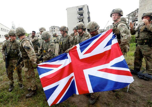 Militares da Marinha Real britânica