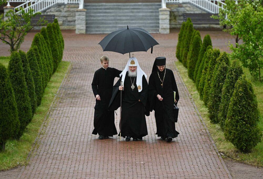 Patriarca Kirill de Moscou e de toda a Rússia antes do início da reunião do Santo Sínodo da Igreja Ortodoxa russa
