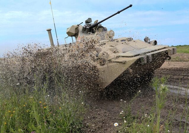 Blindado BTR-82A. Segundo o Kremlin, a ajuda russa ao governo sírio se limita ao fornecimento de armas, equipamentos e especialistas militares
