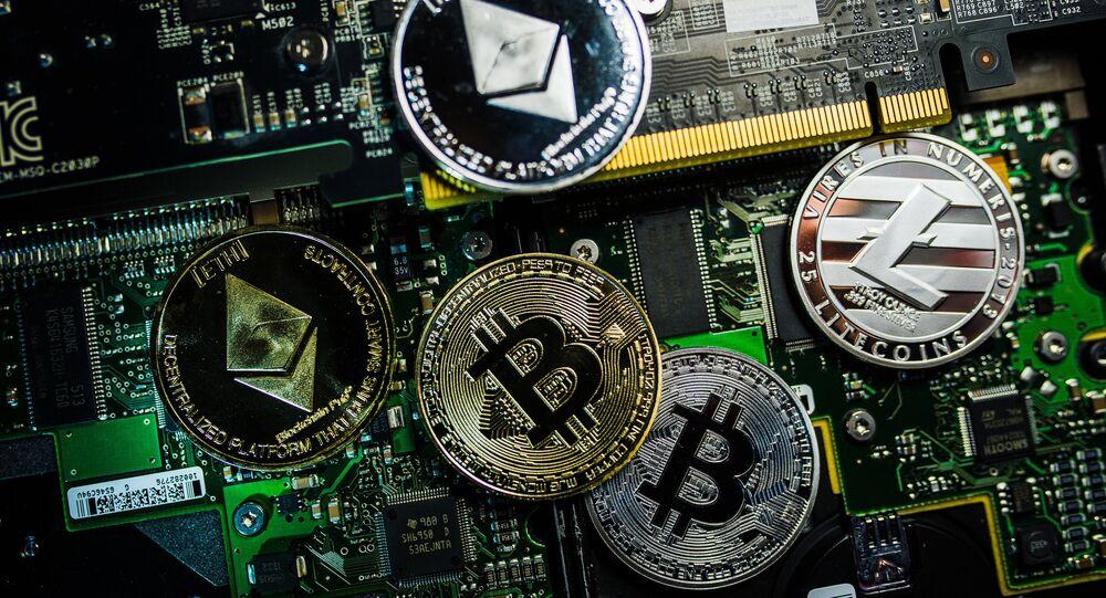Logótipos de moedas criptográficas de Bitcoin, Litecoin e Ethereum (imagem de arquivo)