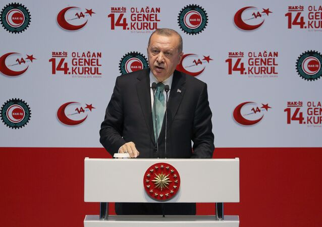 Presidente turco Recep Tayyip Erdogan discursa durante um encontro em Ancara
