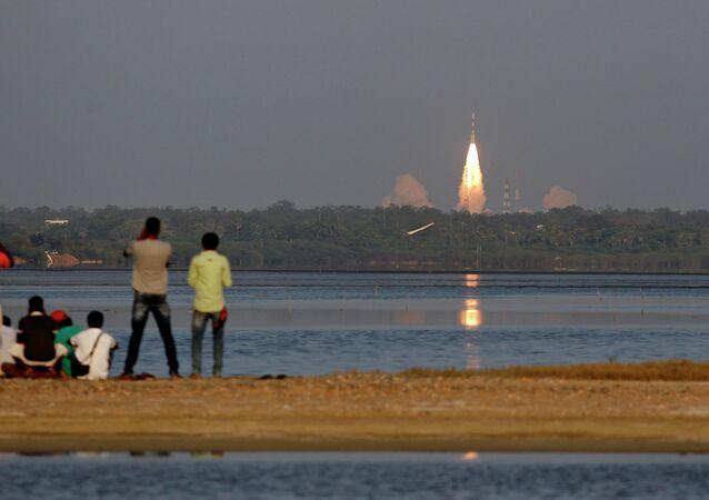 Lançamento de um satélite da Organização de Pesquisa Espacial Indiana (ISRO), em 28 de março de 2015.