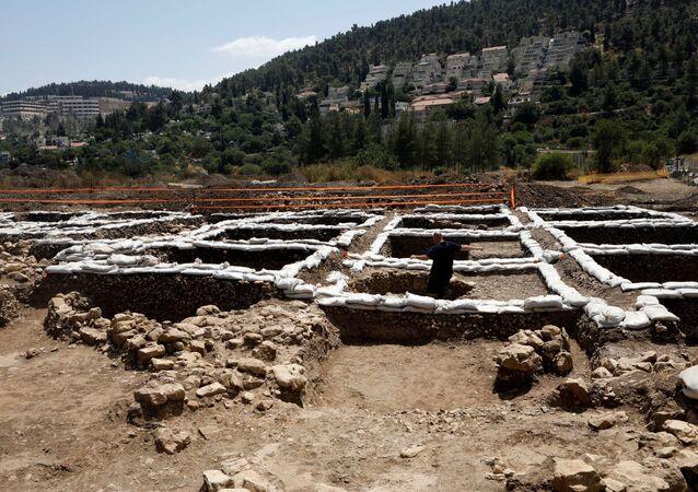 Parte do sítio das escavações na cidade de Moza, perto de Jerusalém