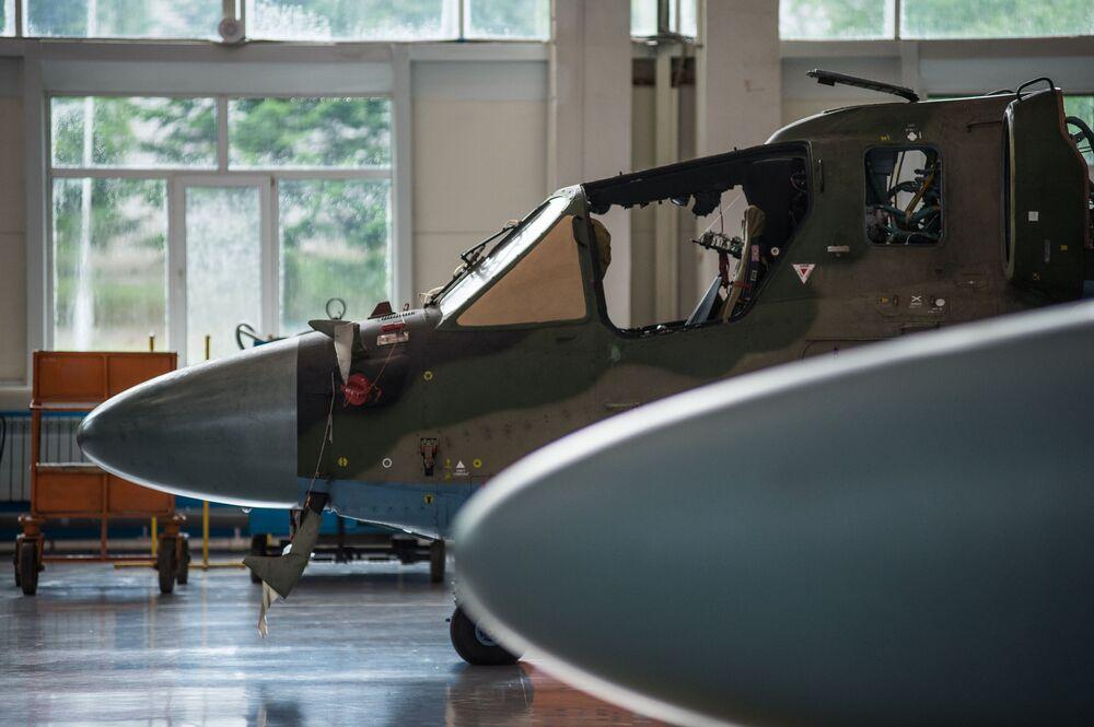 Ka-52 Alligator na linha de produção da fábrica Progress