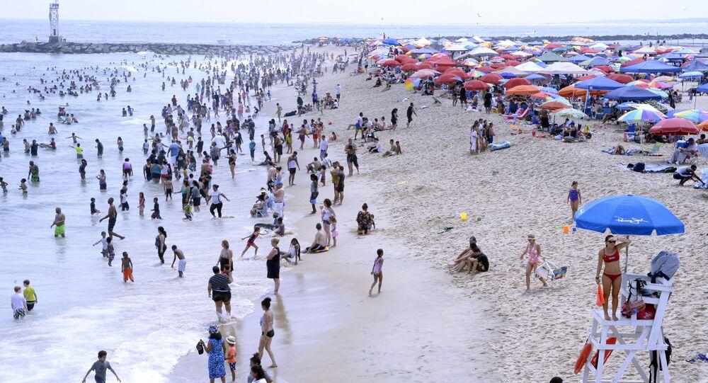 Turistas na praia em Ocean City, Maryland