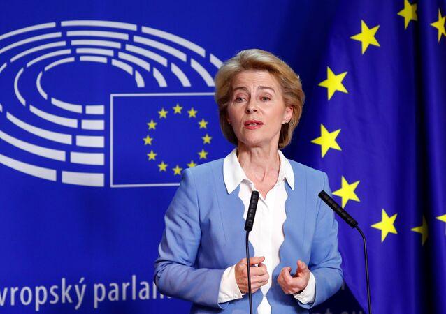 Ursula von der Leyen, ministra da Defesa da Alemanha, que foi nominada a próxima presidente da Comissão Europeia. Na foto ela discursa à imprensa em Bruxelas, na Bélgica, em 10 de julho de 2019.